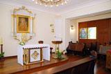 Ołtarz w kaplicy w Domu Rekolekcyjnym